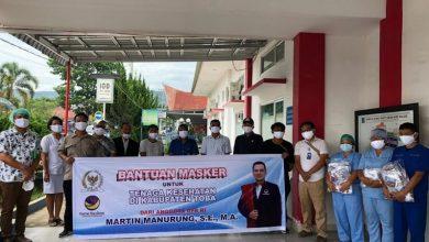 Photo of Martin Manurung Bantu Ribuan Masker untuk Tenaga Medis di Kawasan Danau Toba