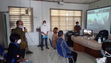 Photo of Martin Manurung Kirim APD Untuk Tenaga Medis Dan Sembako Untuk Masyarakat Di Humbahas