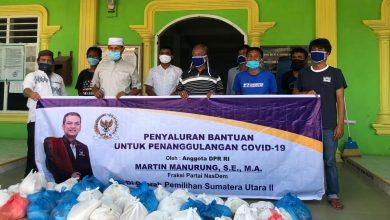 Photo of Martin Manurung Bantu Ribuan Sembako Untuk Warga Muslim Danau Toba