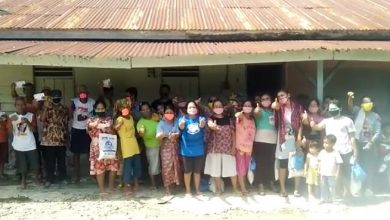 Photo of Anggota DPR RI Martin Manurung, Salurkan Ratusan Sembako dan Masker di Pangkatan