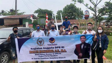 Photo of Martin Manurung Salurkan Bantuan Lampu Penerangan Jalan di Ajibata Kabupaten Toba