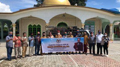 Photo of Martin Manurung Bagikan 10 Sapi Qurban Untuk Masyarakat Muslim Di Kawasan Danau Toba