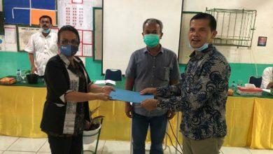 Photo of Martin Manurung Salurkan Beasiswa Kepada 92 Pelajar SLTP di Toba