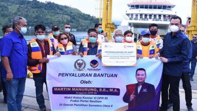 Photo of Martin Salurkan 750 Life Jacket ke Kapal Penumpang di Danau Toba