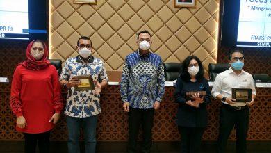 Photo of Martin Manurung : Vaksin Bukan Obat Tapi Untuk Kekebalan Tubuh